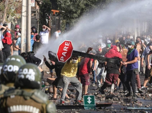 Foto: Protester i Santiago 15.10.2020. Nueva Isabela Tni på Facebook