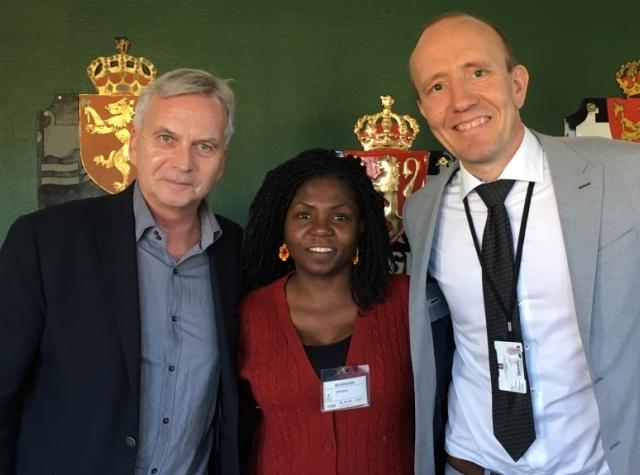 Foto: Torleif Kveim (UD), Francia Marquez og Per Kristian Roe (UD) på møte i Oslo 10.10.18.