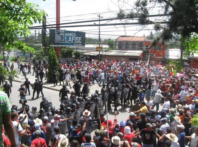 Foto: Gater i Tegucigalpa (Honduras hovedstad) 04.07.09, få dager etter kuppet. Bilde: CODEPINK Women For Peace